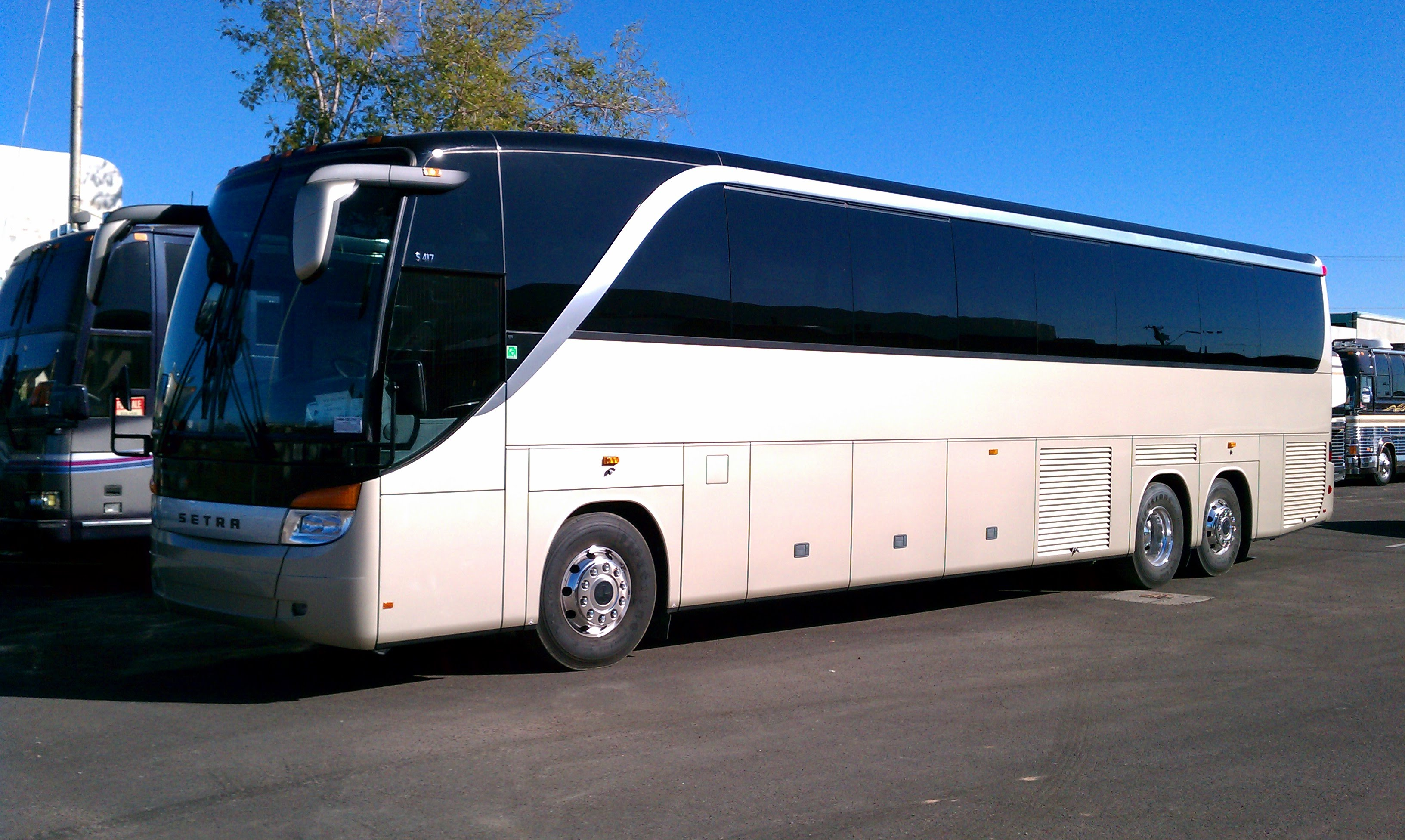 City tour bus services by charter bus motor coach buses for Motor city party bus